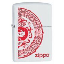 28855 Zippo öngyújtó, fehér matt színben, kínai stílusú sárkány mintával