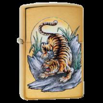 49116 Zippo öngyújtó, arany színben, tigris mintával
