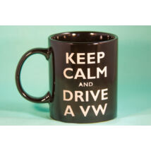 18513 kézműves homokszórt bögre, KEEP CALM AND DRIVE A VW motívummal