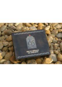 J65-9 65TH ANV CARD CASE Névjegykártya tartó
